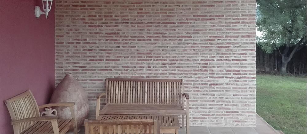 Decoración de ambientes con paredes rústicas
